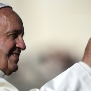 """Papa diz que """"comunistas pensam como os cristãos"""" e evita """"julgar"""" Trump"""