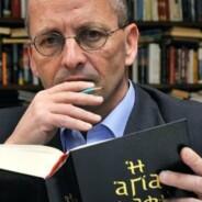 """Antigo tradutor do hebraico original diz que """"a Bíblia não fala de Deus"""""""